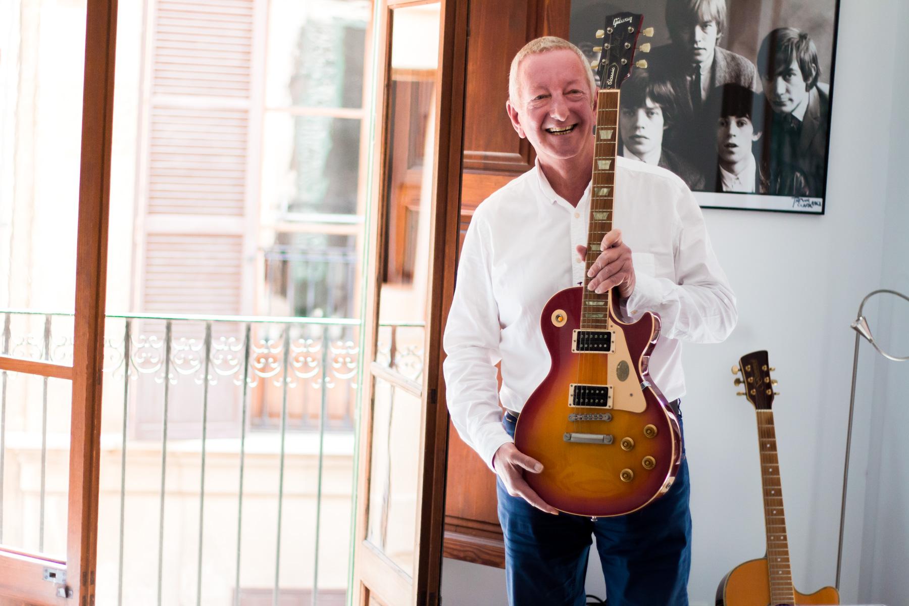 Nicks guitar, a Les Paul.