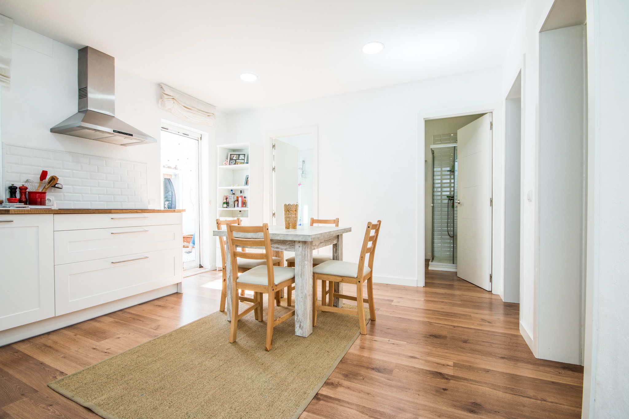 Spacious and fresh looking kitchen and dining area